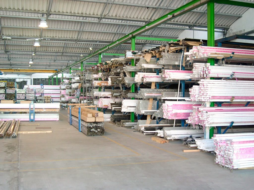 Almacén Aluminio y pvc Alugom Torrejón